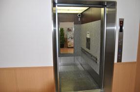 棺昇降用エレベーター